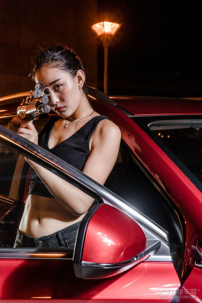 荣威RX5美女