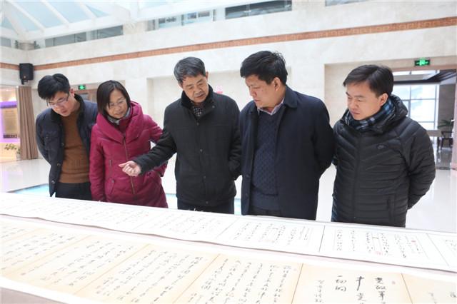 国家一级美术师孙伟创作宣讲十九大精神书法长卷在黄河科技学院展出