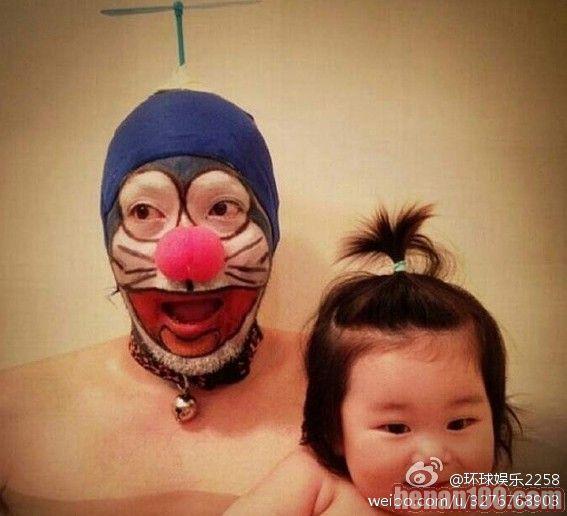 逗比泡澡照合集 日本父女泡澡照很二很有爱 玩坏各种角色你认识几个