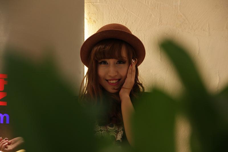 她经常在韩国街拍,酷爱时尚混血日系风,主拍小清新,森女系。