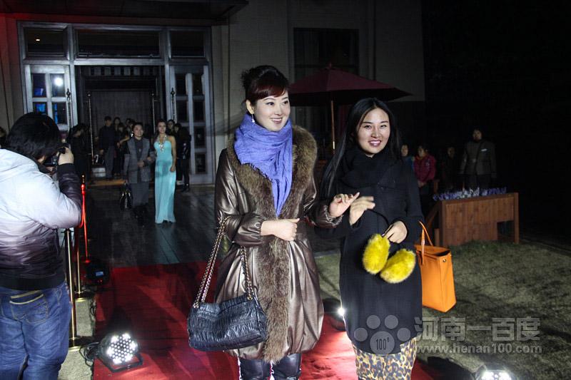 北京风华再现传媒公司董事长杨佳宁与联邦制药河南区销售负责人高郢雪红毯秀