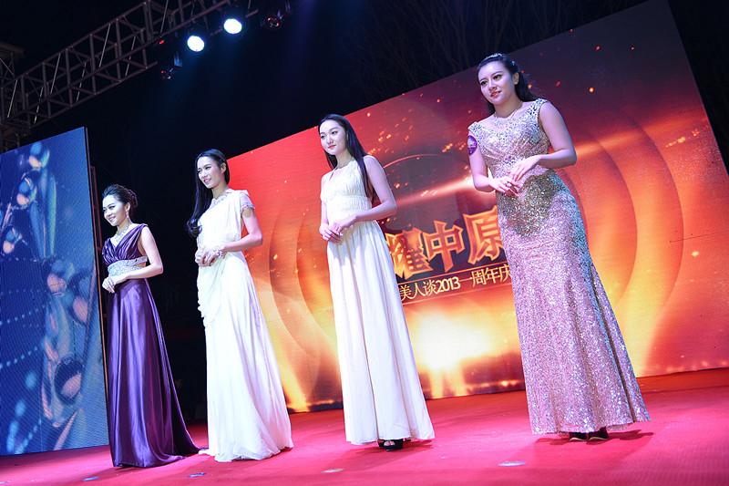河南一百度美人谈上线一周年庆典活动模特T台秀