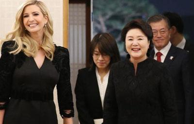 """伊万卡访问韩国 受到""""首脑级""""接待"""