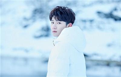 王源慢游挪威 帅气少年肆意唯美雪景