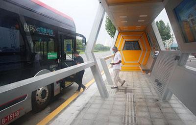 """郑州自动驾驶公交来了!红灯自动""""让道"""""""