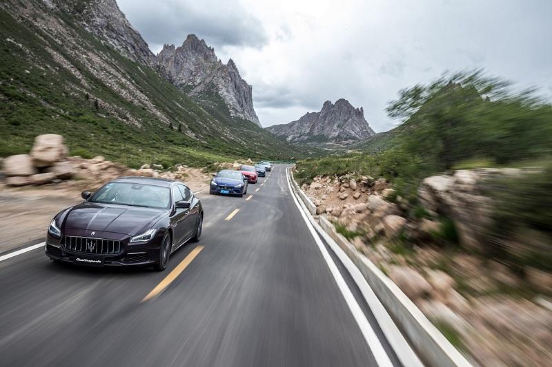 Quattroporte及玛莎拉蒂车队于莲宝叶则景区.jpg