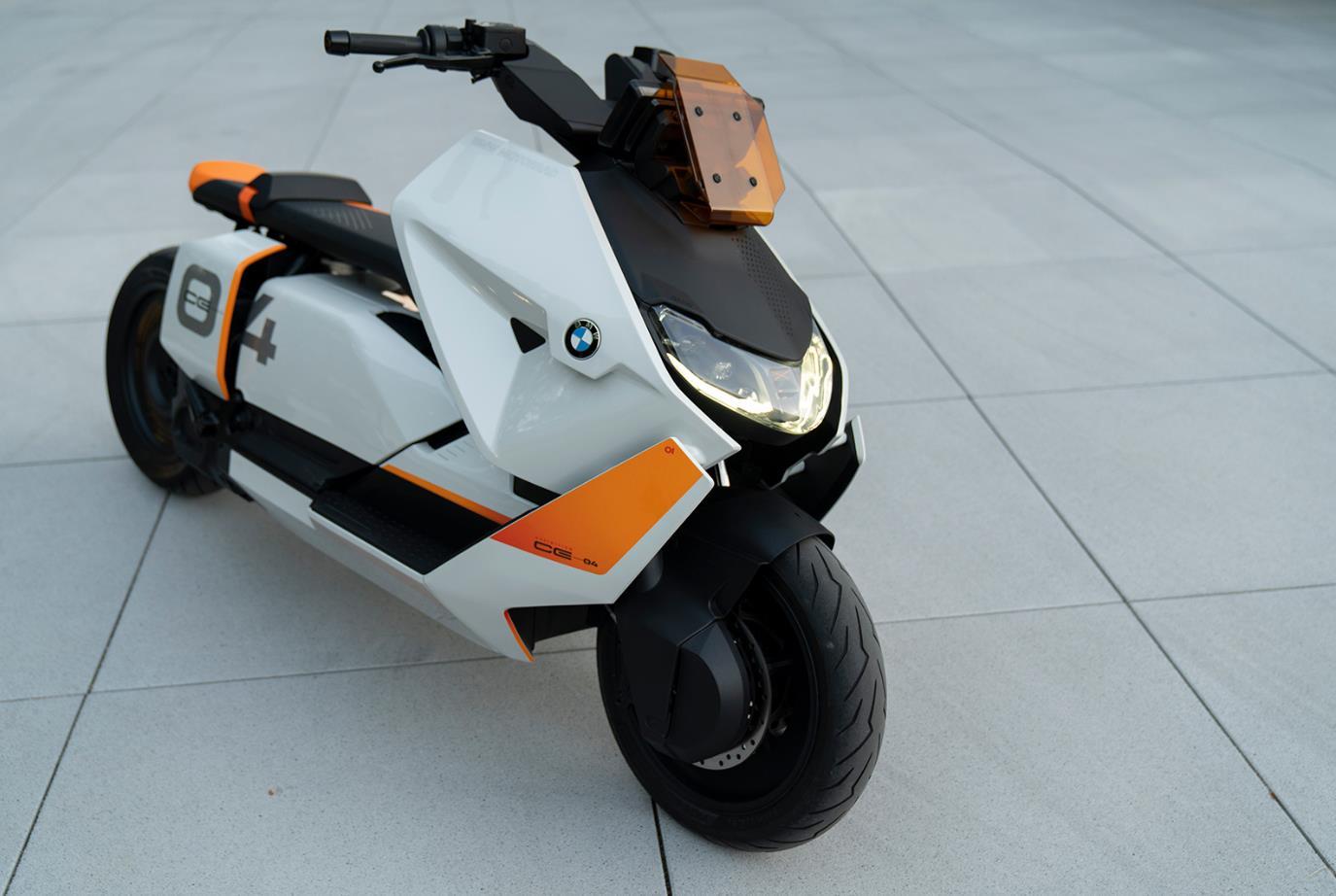 0BMW Motorrad Definition CE 04概念车.jpg
