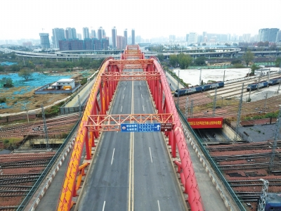 封闭后的郑州彩虹桥.jpg