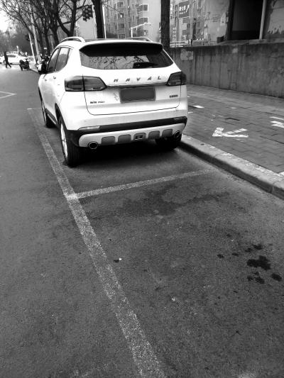 不是规范停车位。.jpg