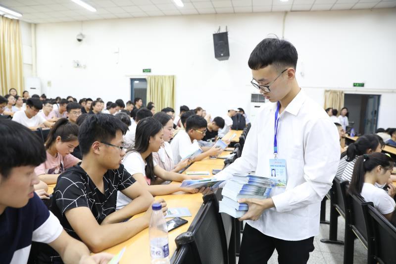 """郑州科技学院举办""""健康青春,你我同行""""健康教育主题活动"""