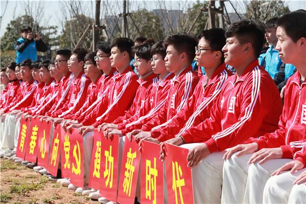 """引领""""绿风尚"""" 河南千名青年共植3万平方米青年林"""