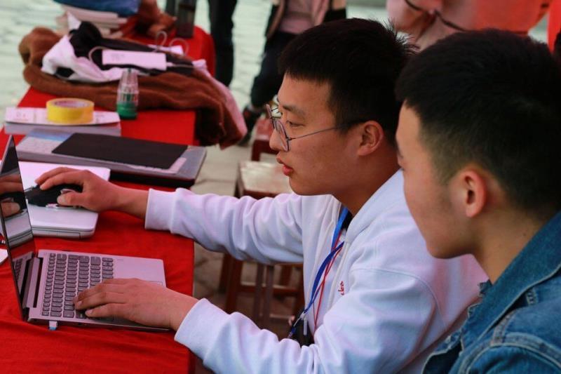 信息工程学院信小邦的三月文明践行路