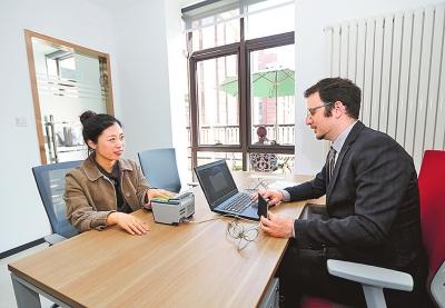 郑州市民在卢森堡旅游签证(郑州)便捷服务平台办理签证.jpg