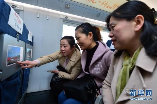 """#(社会)(4)""""时光列车""""西安北站发车"""
