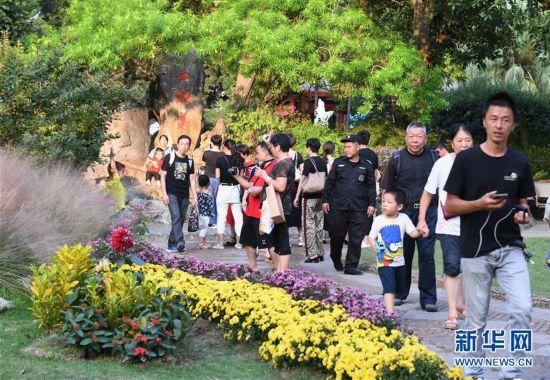 (社会)(4)国庆期间全国共接待国内游客7.82亿人次