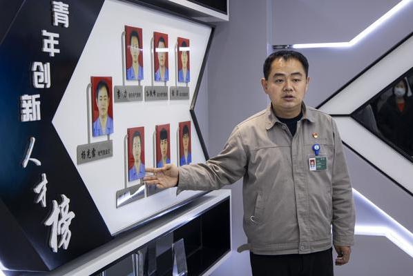 """【中国梦•大国工匠篇】杨光露:从""""电工达人""""到""""发明"""
