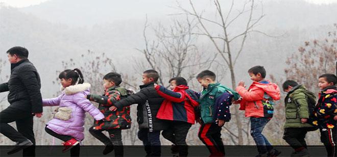 中共河南省委关于开展向张玉滚同志学习活动的决定。