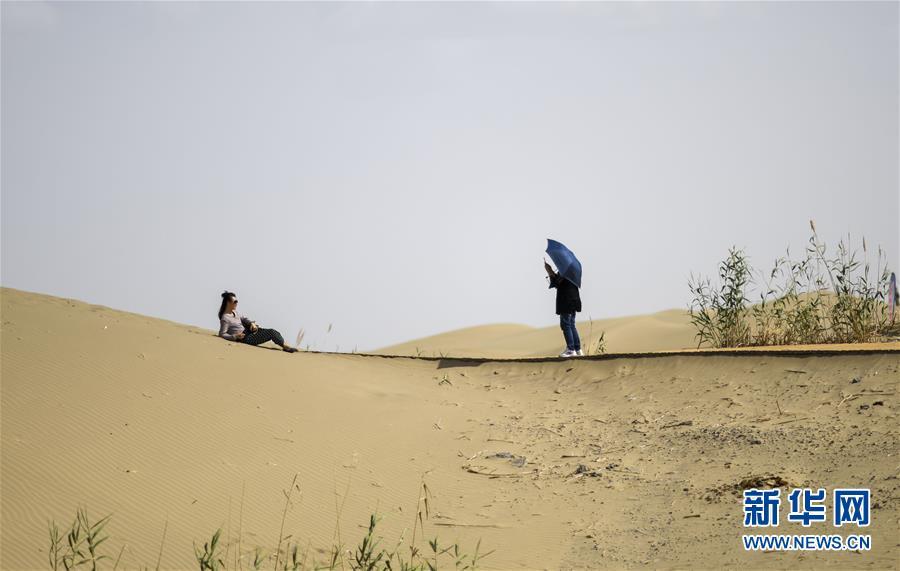 (社会)(6)新疆尉犁:大漠风情引游人