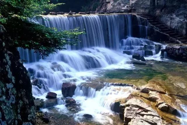 夏已到,想要透心凉?这里的飞瀑流泉等你来