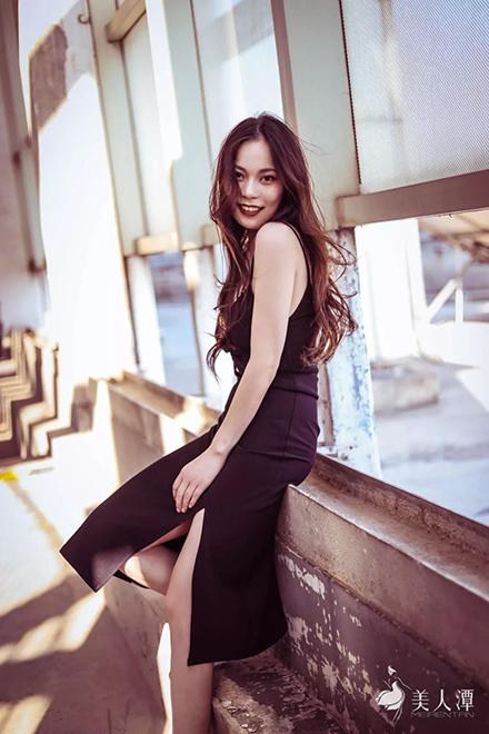 街拍丨御姐范十足的美少女,高挑身材让人大呼