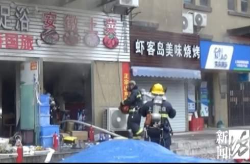 店铺10秒被吞噬!上海一小吃店爆炸起火,幸无伤亡