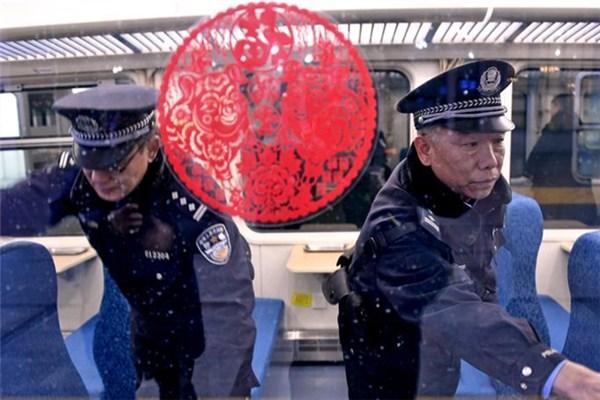 春运以来北京西站铁路公安为旅客找回物品300余件