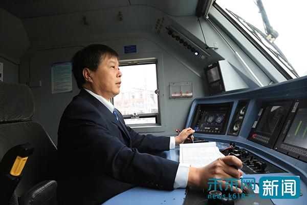 """【新春走基层】""""赤脚医生""""火车司机最后一个春运:39"""