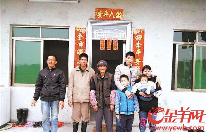 【新春走基层】五旬贫病单身汉养猪脱贫 带老父住进新