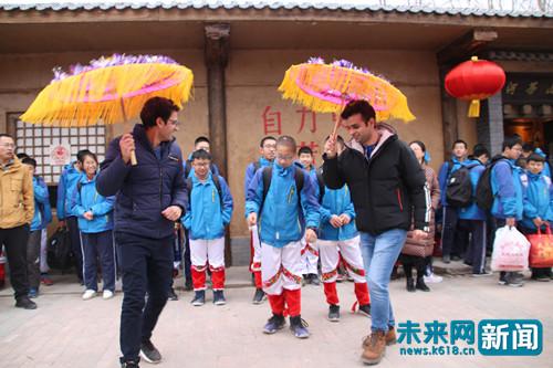 """【新春走基层】外国留学生也爱扭秧歌,传统文化让""""年味"""