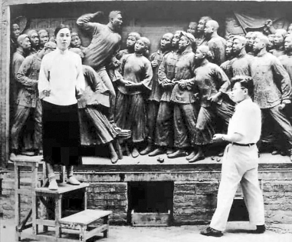 礼赞70年⑰:从人民英雄纪念碑到共和国勋章