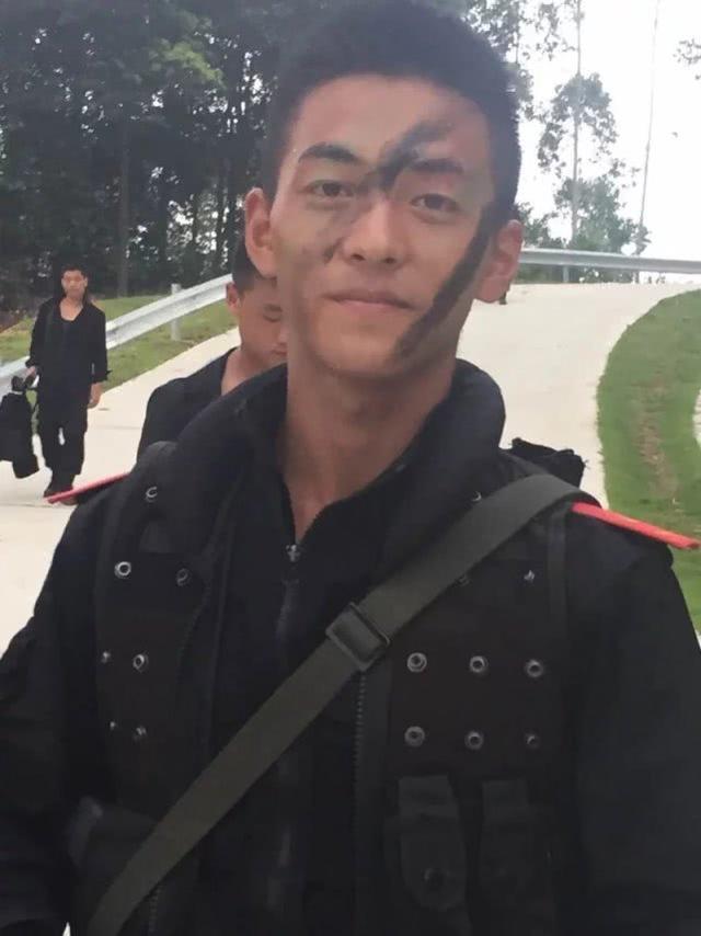 河南这位特警队员执行危险任务后受表彰,长得太帅收获众多迷妹