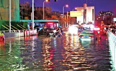大雨中,车辆被淹后该咋办?