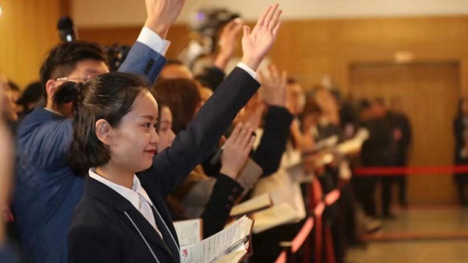 开启!河南省十三届人大三次会议举行首场代表通道