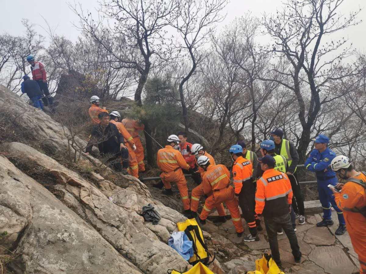 18岁少年嵩山轻生,多支救援队紧急进山搜救