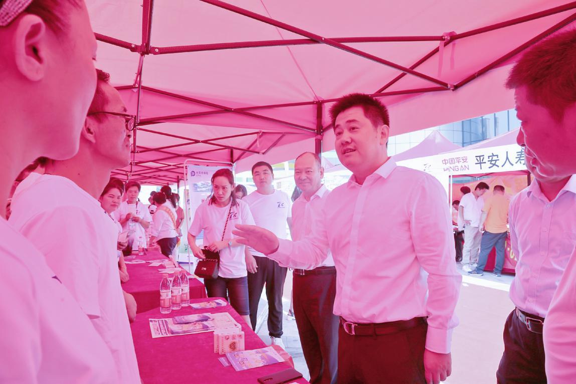 太平洋寿险豫南分公司参加南阳市7.8全国保险公众宣传日广场文化活动