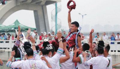 【赏民族盛会 庆70华诞】在龙湖水上中心,热闹而激烈的