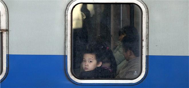 直击2019春运第一天!郑州火车站返乡者渐增