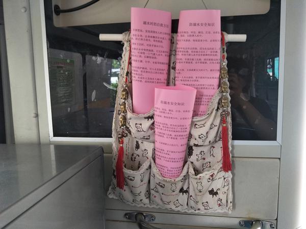 夏天溺水后如何自救?郑州防溺水主题公交车厢上线