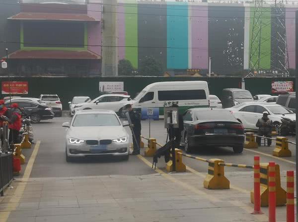 新规定发布后,郑州各小区出入情况啥样?部分小区扫码就能出行