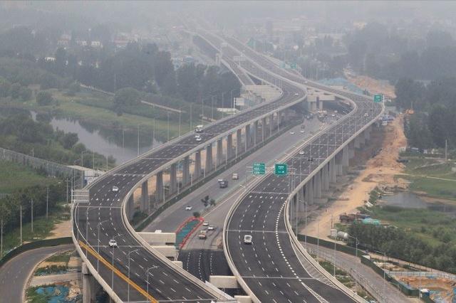探访郑州四环开通首日:全线超半数匝道还没开,有车主边问路边走