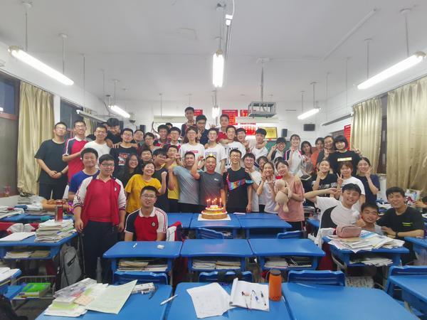 超95%学生高考过600分!看郑州这个学霸班如何炼成