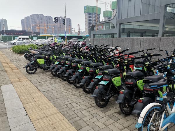 郑州高新区冒出4000辆共享助力车  是企业无视规定还是城管部门监管缺失?