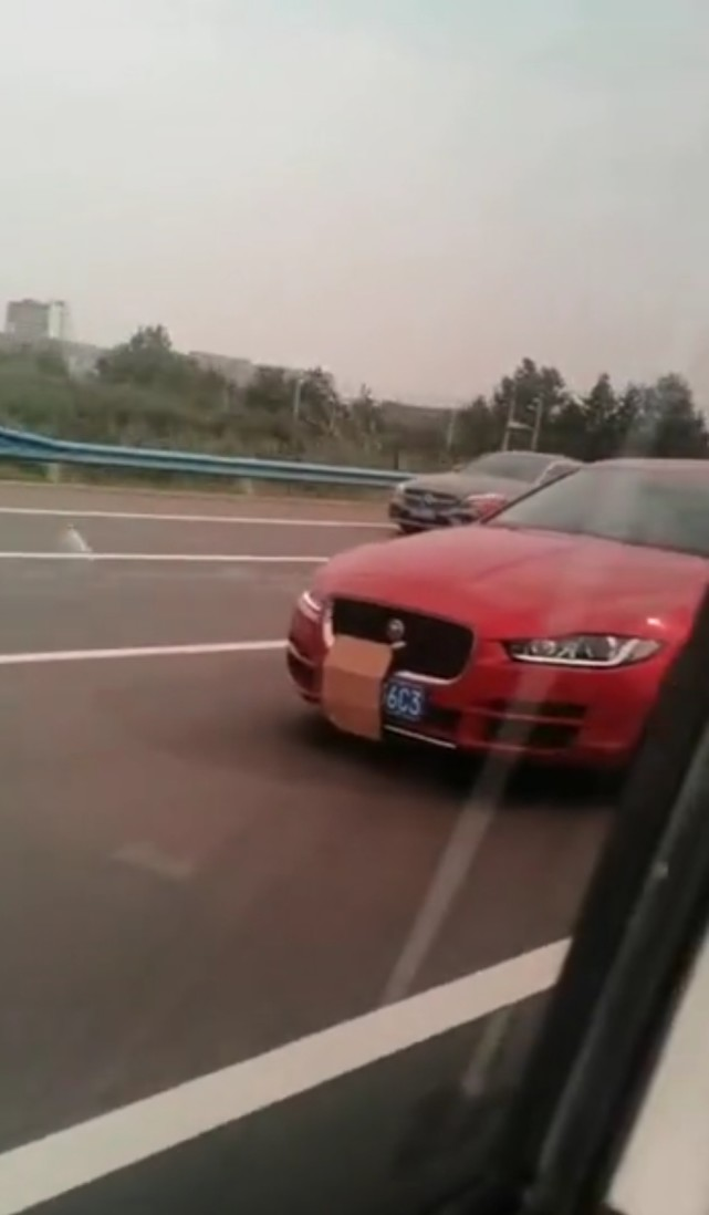 """郑州一网友举报高速上司机故意遮挡号牌,交警:顶格处罚,马上""""安排"""""""