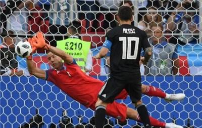 阿根廷1-1冰岛 扑出梅西点球的门将是个导演