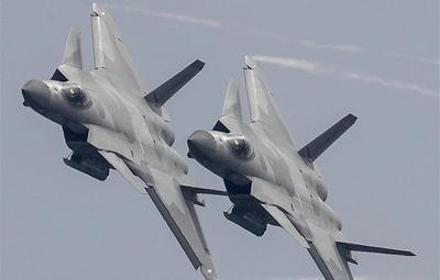 歼-20战机挂弹开仓展示 震撼献礼空军成立纪念日