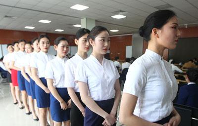 600名俊男靓女齐聚,郑州空姐空少面试现场直击!