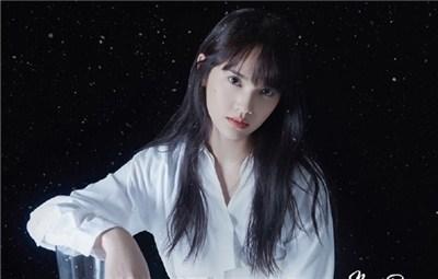 杨丞琳清纯造型重返20岁 身穿透明纱裙眼神倔强