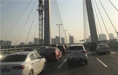 郑州农业路大桥开通后首个早高峰