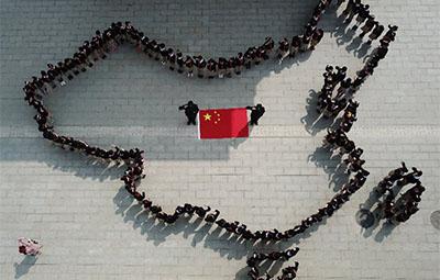"""郑州一小学惊现""""人造中国地图"""",真相在这里!"""