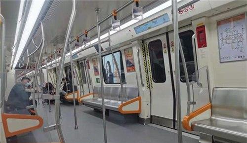 今天起,郑州地铁调整高峰时段行车间隔